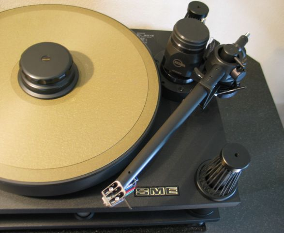 Kuzma 4Point tonearm on SME 30/2 turntable
