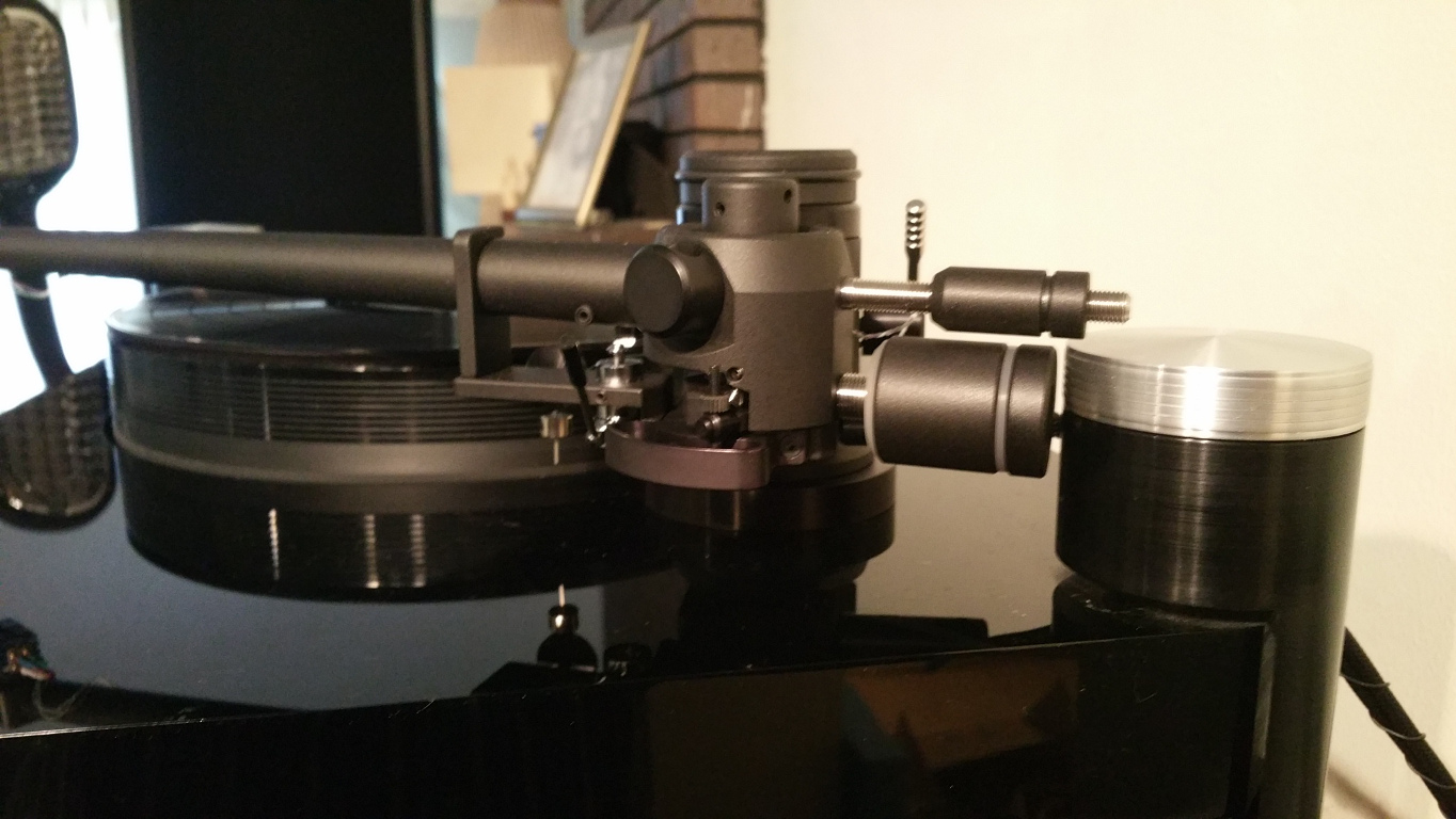 Kuzma 4Point tonearm on Basis Debut Vacuum turntable