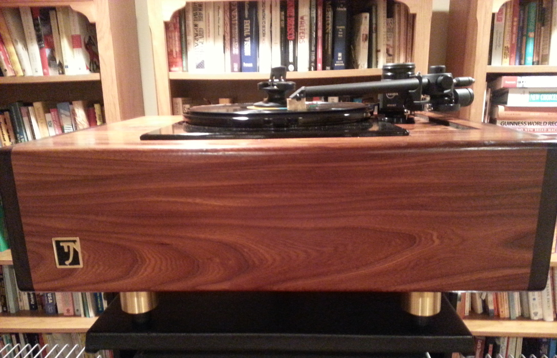 Kuzma 4Point tonearm on Jean Nantais turntable with Koetsu Coralstone cartridge